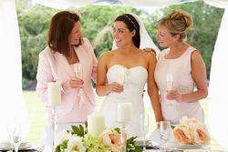 Stilvolle Kleidung für die Brautmutter zur Hochzeit