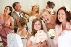 Stilvolle Mode für Hochzeitsgäste