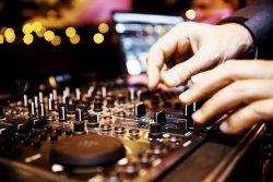 Ein DJ zur Hochzeit – Das solltest du bei der Planung beachten