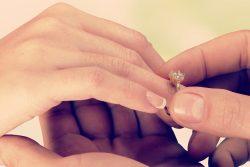 Umfrage der Woche: Plant ihr eine Verlobungsfeier?
