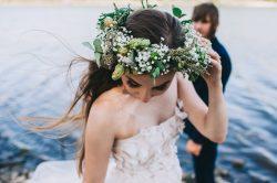 Zauberhafte Brautfrisuren mit Blumen