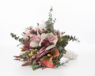 Exotischer Brautstrauß mit Orchideen