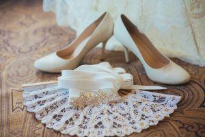 Brautschuhe mit Spitzenfächer