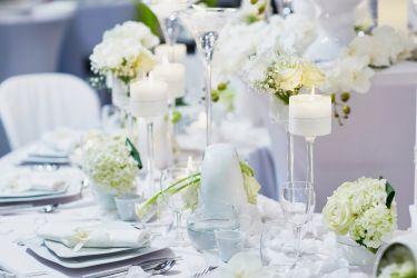 Hochzeitstisch in creme