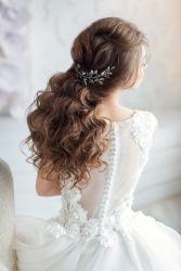 Romantische Brautfrisur für langes Haar
