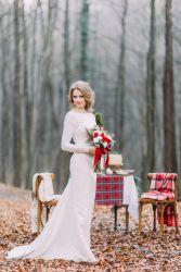 Braut im herbstlichen Wald