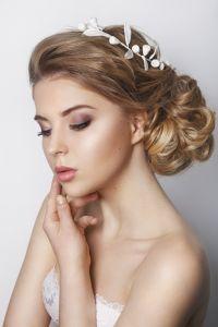 Brautfrisur mit Haarkranz