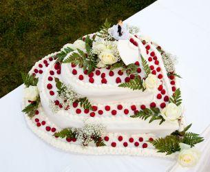 Herzförmige Hochzeitstorte