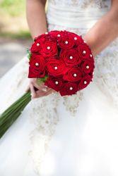 Brautstrauß Rosen und Perlen