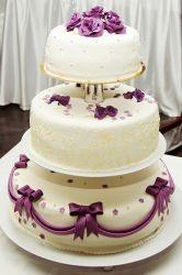 Hochzeitstorte lila-creme