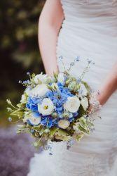 Brautstrauß in blau-creme