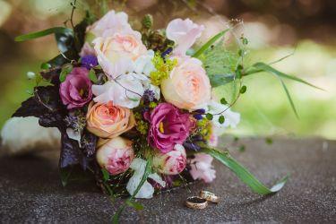 locker gebundener Brautstrauß
