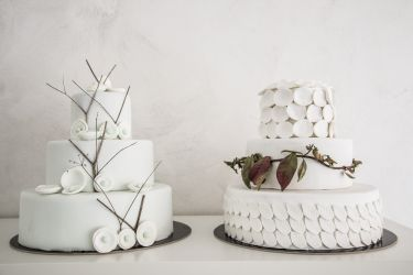 Weiße Hochzeitstorten
