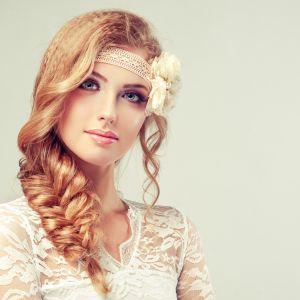 Romantische Brautfrisur mit Haarband