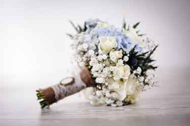 Vintage Brautstrauß creme-blau