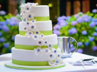Frühlingshafte Hochzeitstorte