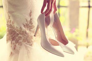 Schlichte elegante Brautschuhe