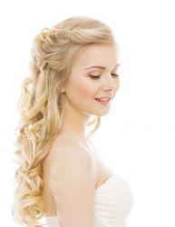Romantische Frisur für langes Haar