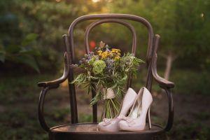 Brautschuhe mit Bouquet