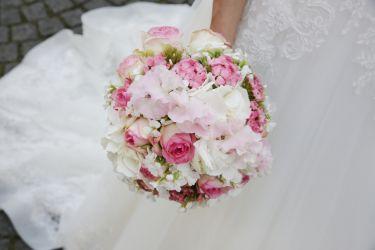 Zart-rosaner Brautstrauß