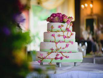Hochzeitstorte mit Kirschblüten