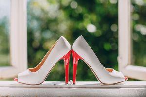 Brautschuhe mit rotem Absatz